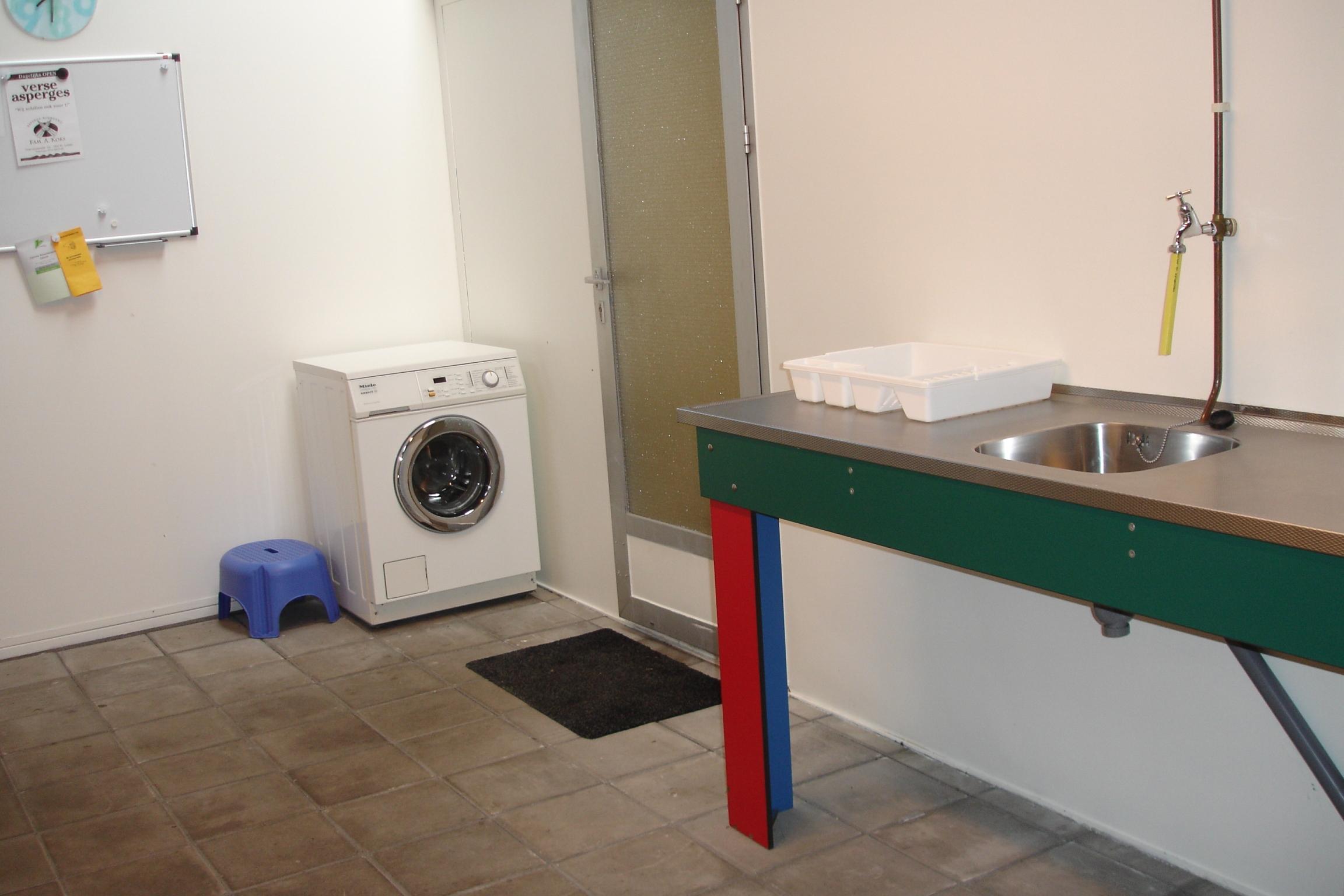 Afwasplek en wasmachine
